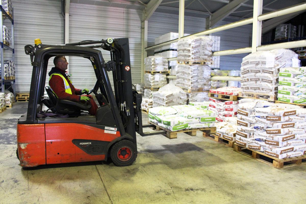 Entrepot et stockage de camions avec Transports Rousset